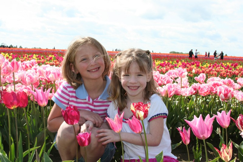 Haley_and_kaelyn_tulips